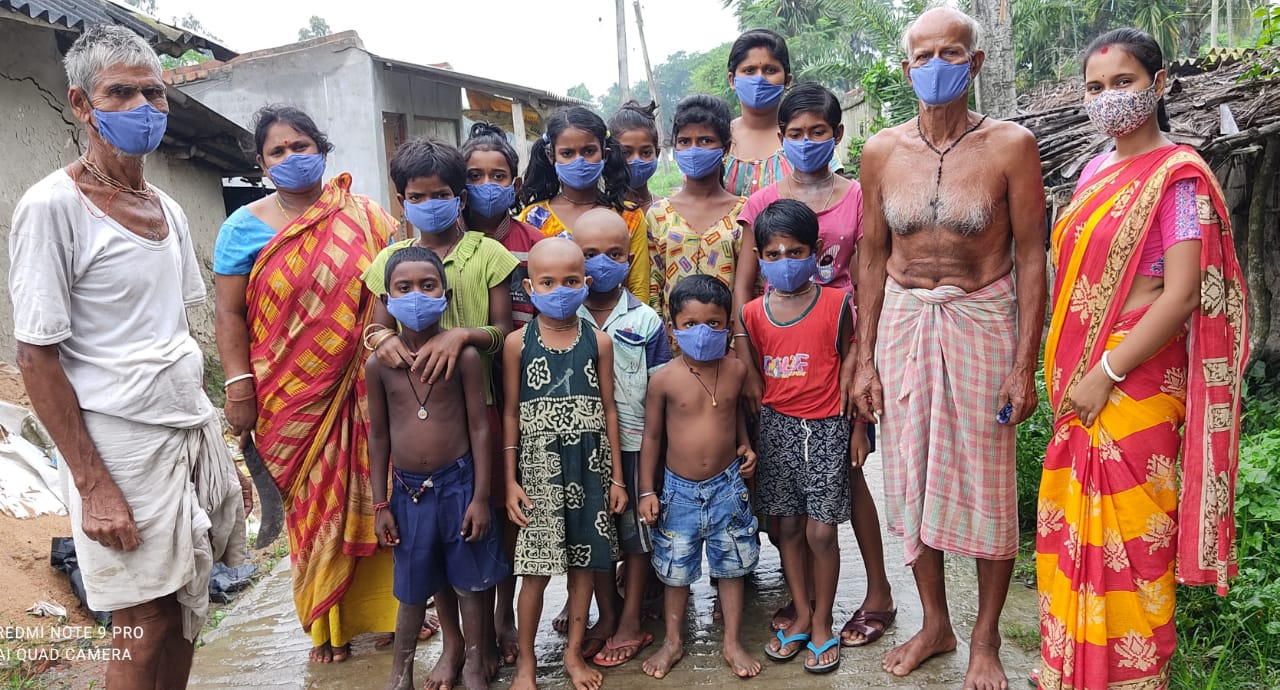 secret-face-masks-for-india-appeal-1000-face-masks-are-distributed-to-children-and-adults